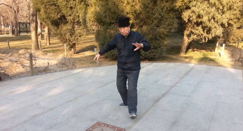 90-Year-Old Performs Tai Chi Chuan